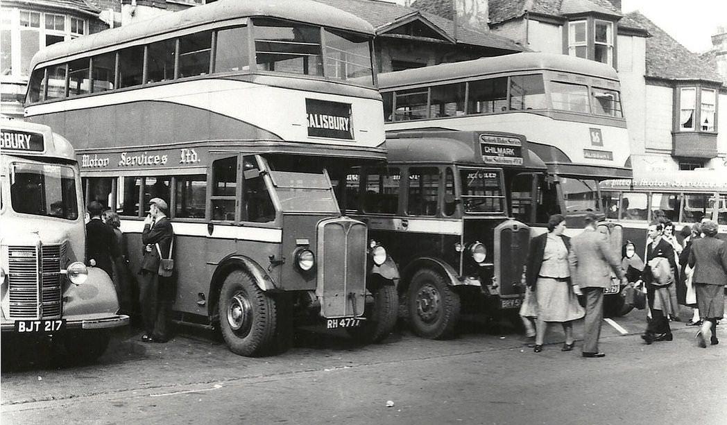Skylark buses in New Canal Salisbury